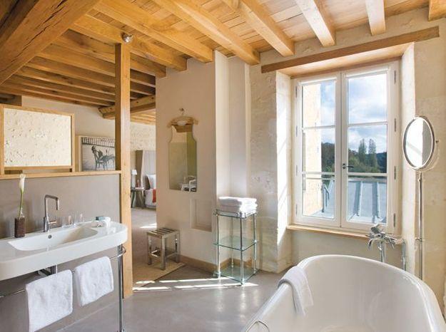 7. Salle de bains boisée