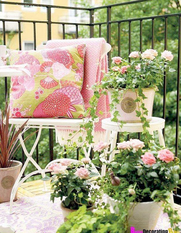 Balcon avec des rosiers