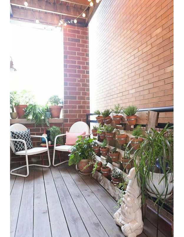 Balcon décoré de palettes