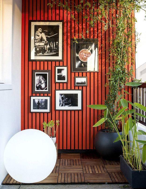 Accrocher des cadres muraux pour un petit balcon personnalisé