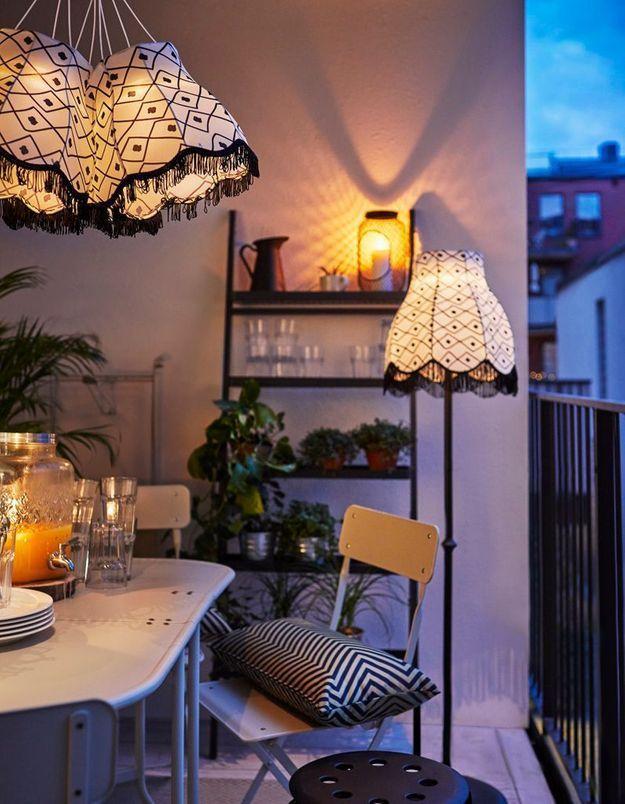 Multiplier les sources lumineuses pour un petit balcon bien éclairé