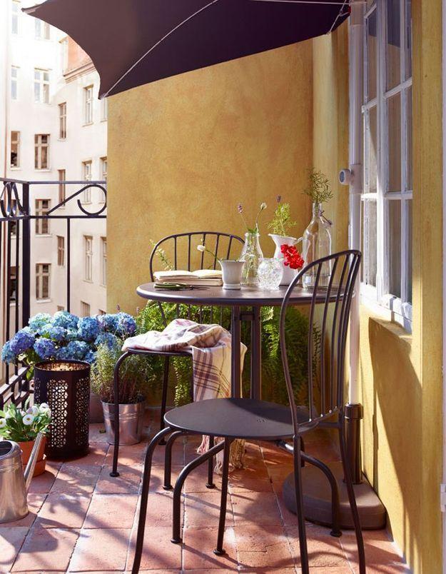 Penser au parasol pour un petit balcon ensoleillé ou pas