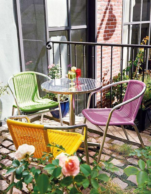 Penser aux assises empilables pour un petit balcon pratique