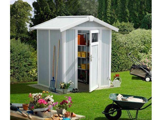 Une petite cabane de jardin pour les outils