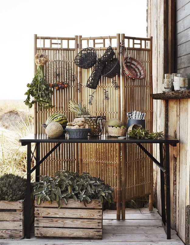 Optez pour un paravent afin de cloisonner les espaces dans le jardin