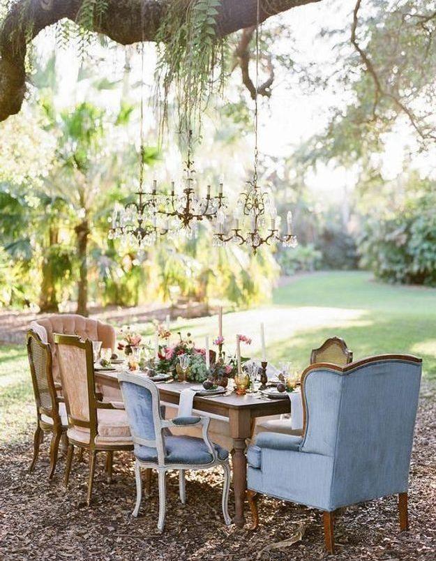 Dépareiller les chaises pour apporter du style à la table