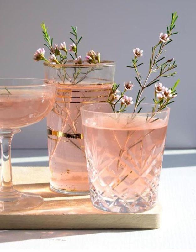 Inviter la nature dans les verres pour une touche délicate
