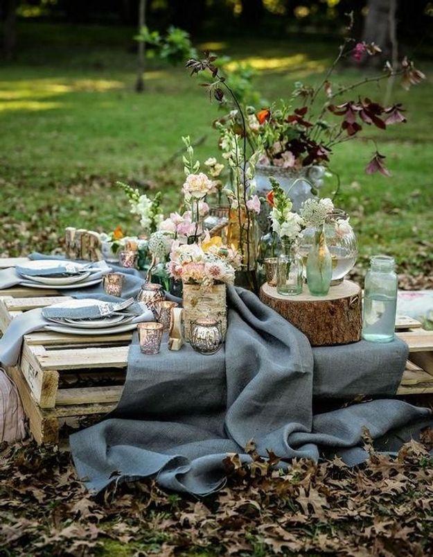 Multiplier les vases pour une déco florale majestueuse