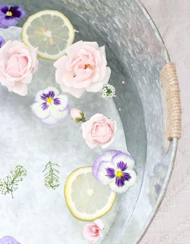 Penser au bain de fleurs pour garder les boissons au frais