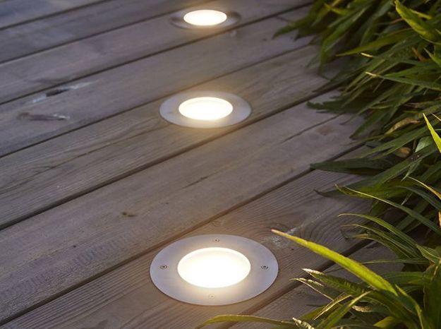 Des spots intégrés pour éclairer ma terrasse