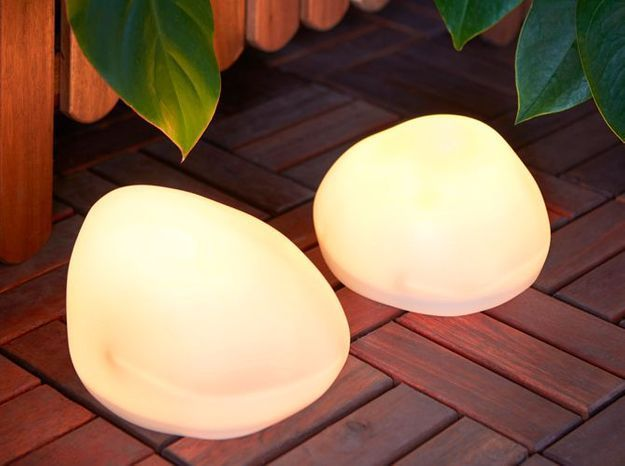 Un galet lumineux pour éclairer ma terrasse