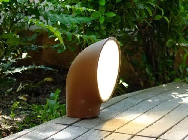 Un luminaire au sol pour éclairer ma terrasse