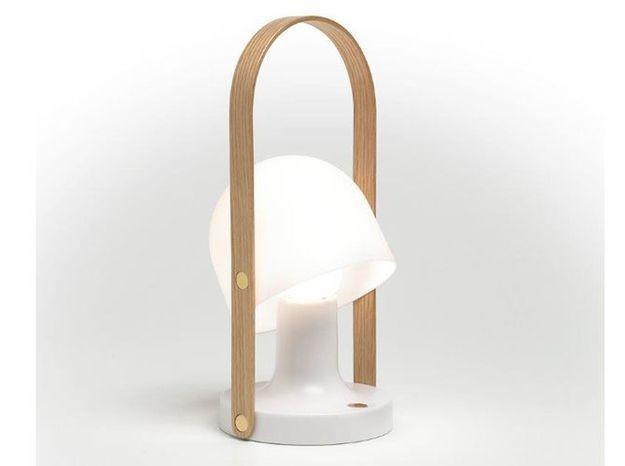Une lampe portable pour éclairer ma terrasse