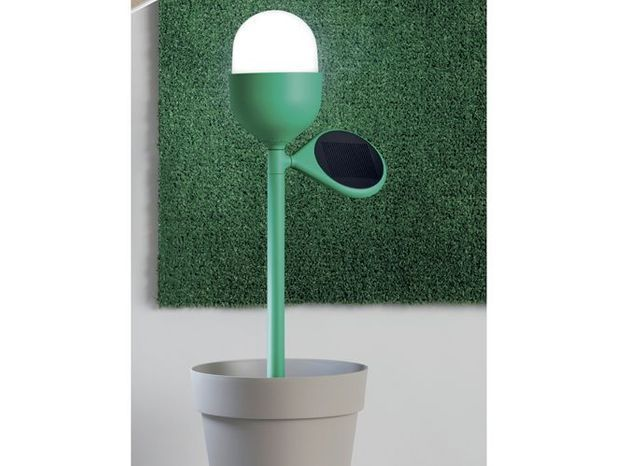 Une lampe solaire pour éclairer ma terrasse