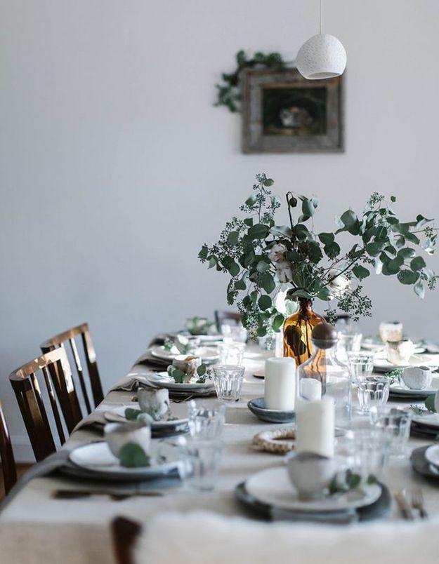 De l'eucalyptus séché en déco de table
