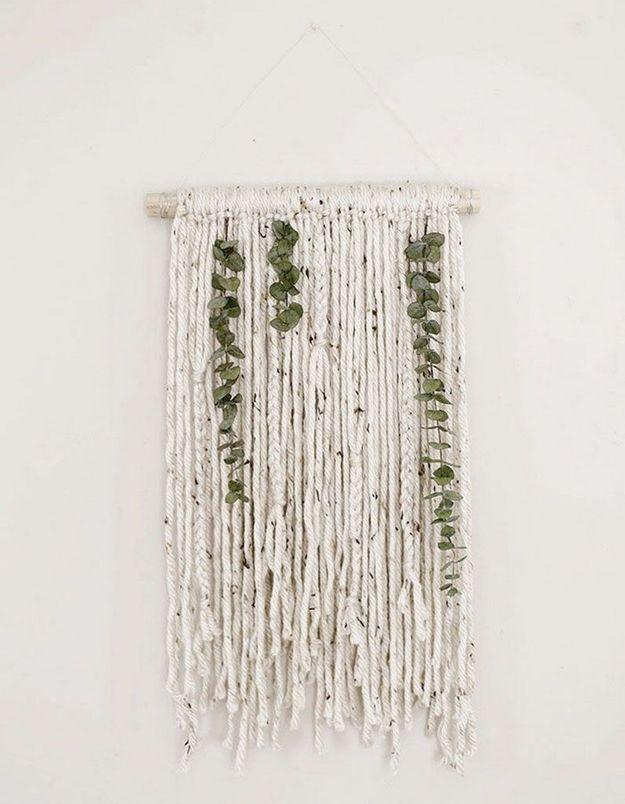De l'eucalyptus séché qui habille un macramé