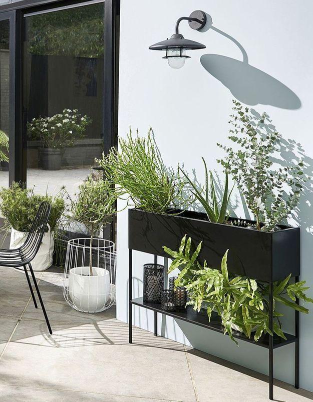 Jardinière design comme une console