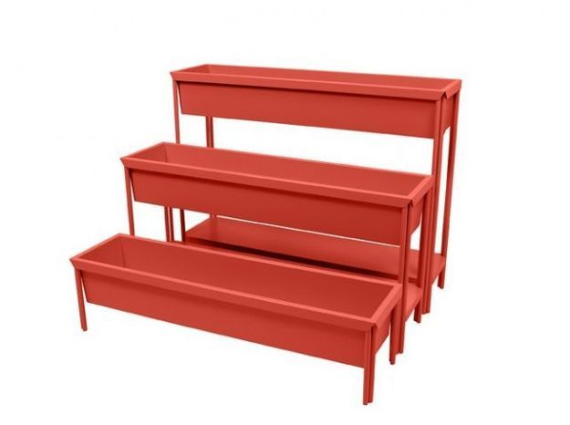 Jardinière rouge en escalier