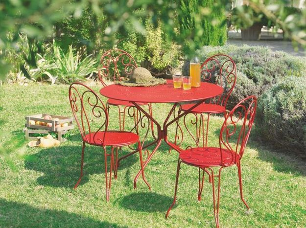 Table chaises fer forge rouge jardiland