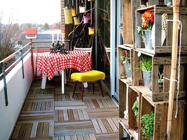 Jardin avec palettes pour un mini balcon