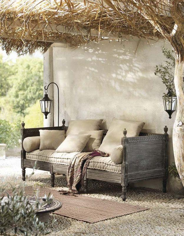 Coin sieste dans le jardin qui peut se transformer en petit salon outdoor