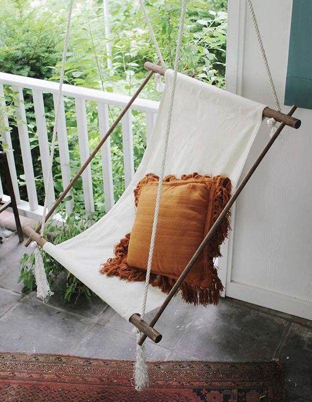 Coin sieste dans le jardin via un fauteuil suspendu