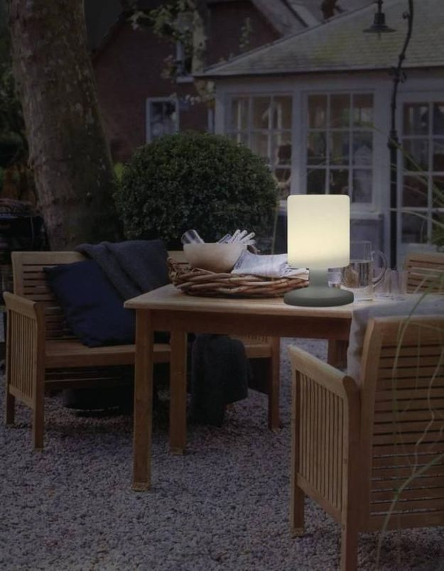 Une lampe de jardin Ranex