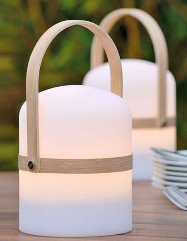 Une lampe de jardin Lucide