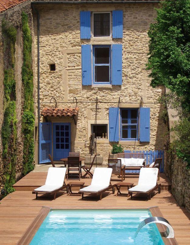 Une terrasse avec piscine comme à l'hôtel