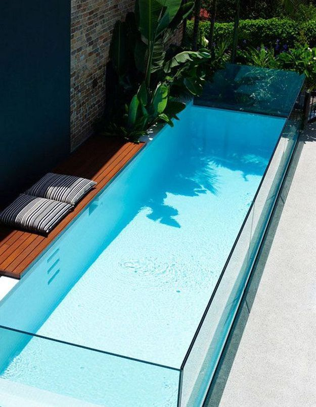 Piscine contemporaine en verre