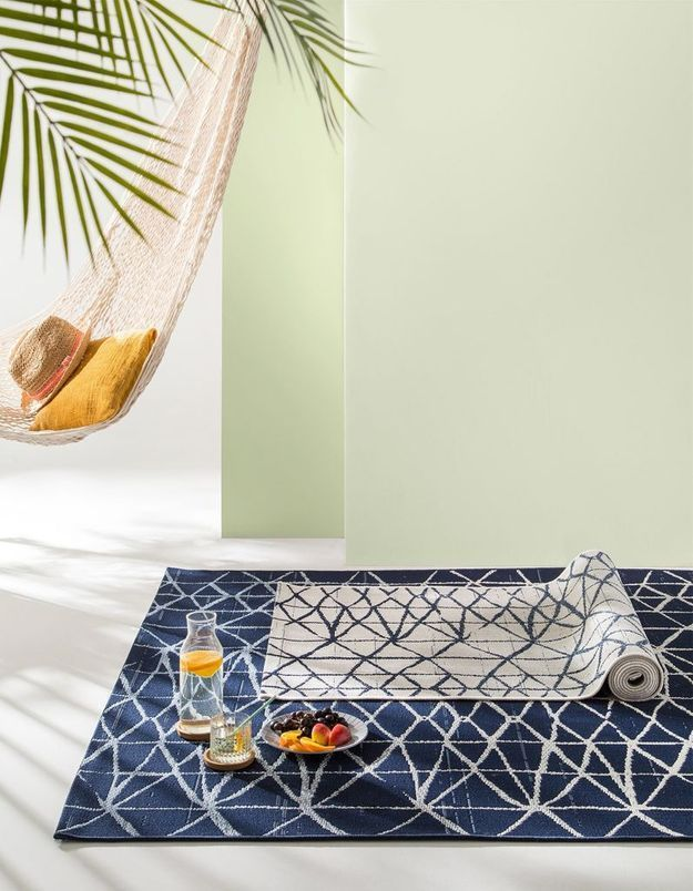 un tapis d 39 ext rieur pour un coin outdoor super cosy. Black Bedroom Furniture Sets. Home Design Ideas
