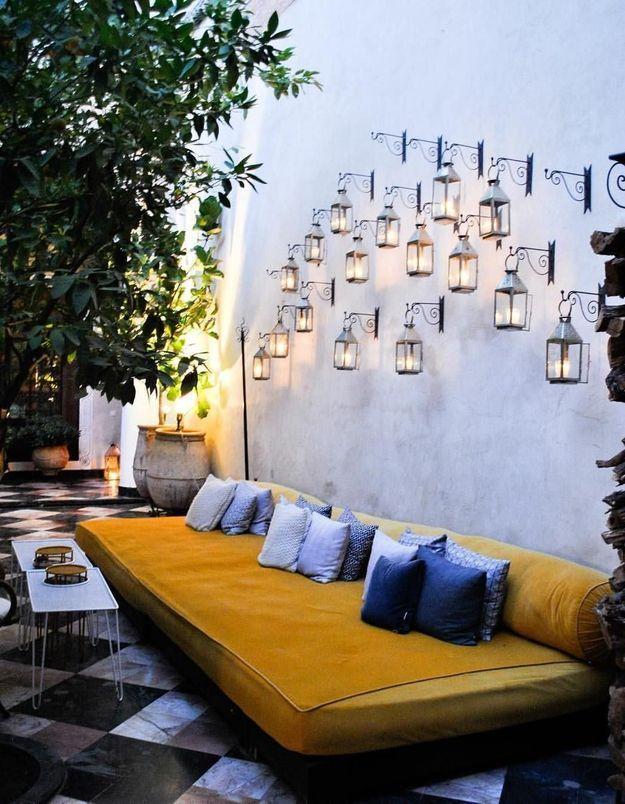 Multiplier les sources de lumières à l'aide d'appliques pour illuminer la terrasse