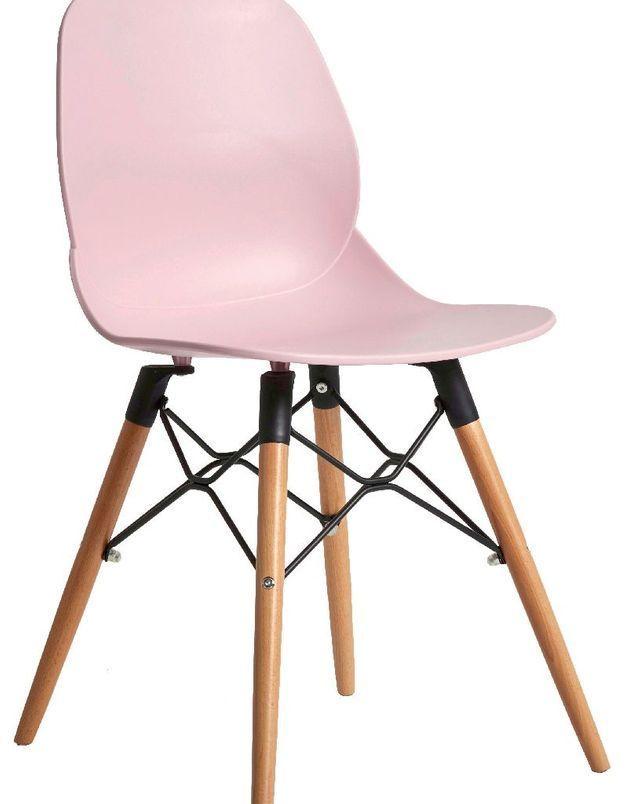 Une chaise rose bonbon pour la Fête des Mères