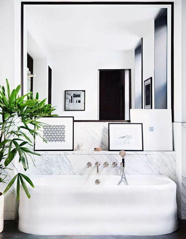 Osez les cadres dans la salle de bains