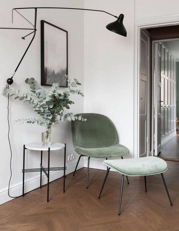 Le fauteuil Beetle vert celadon pour le coin lecture