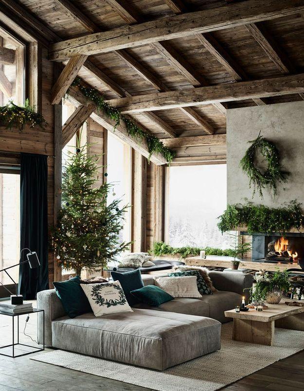 L'idée qu'on pique à la collection Noël H&M Home : décorer son salon en ne misant que sur du végétal