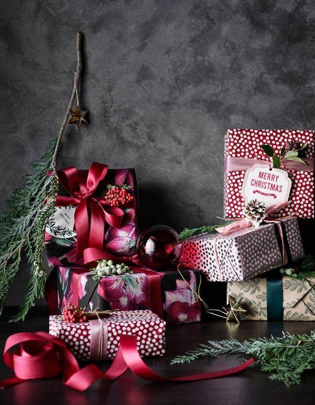 L'idée qu'on pique à la collection Noël H&M Home : remplacer le bolduc traditionnel par des rubans en satin