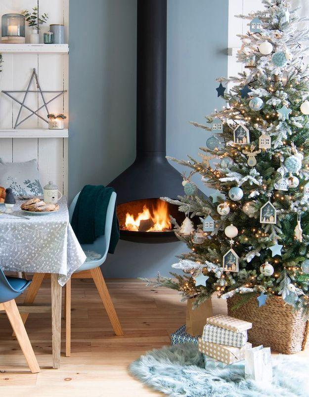 L'idée qu'on pique à la collection Noël Maisons du Monde : créer une ambiance nordique grâce au blanc et bleu glacier