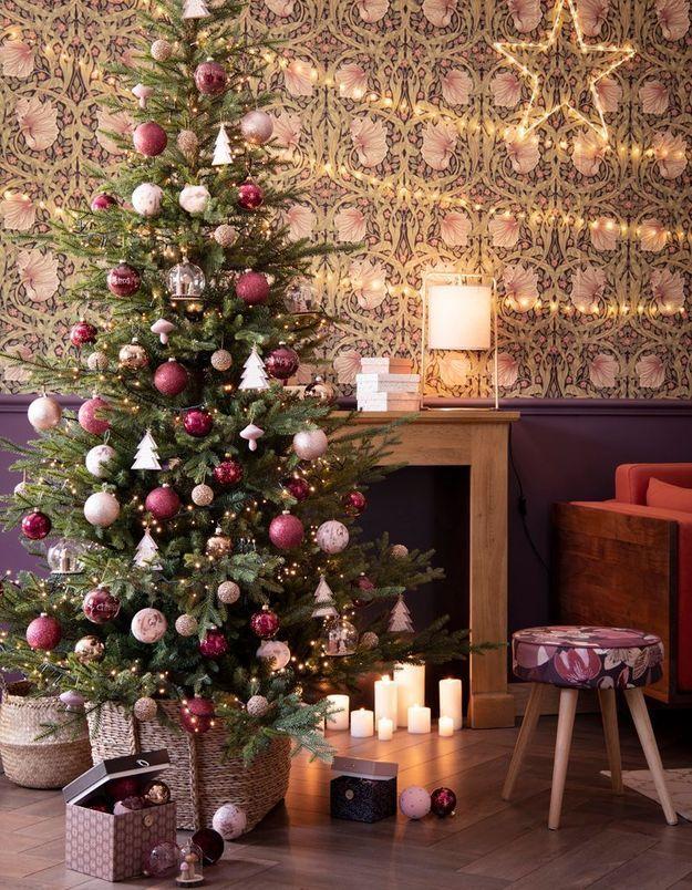 L'idée qu'on pique à la collection Noël Maisons du Monde : parier sur une décoration du sapin de Noël rose