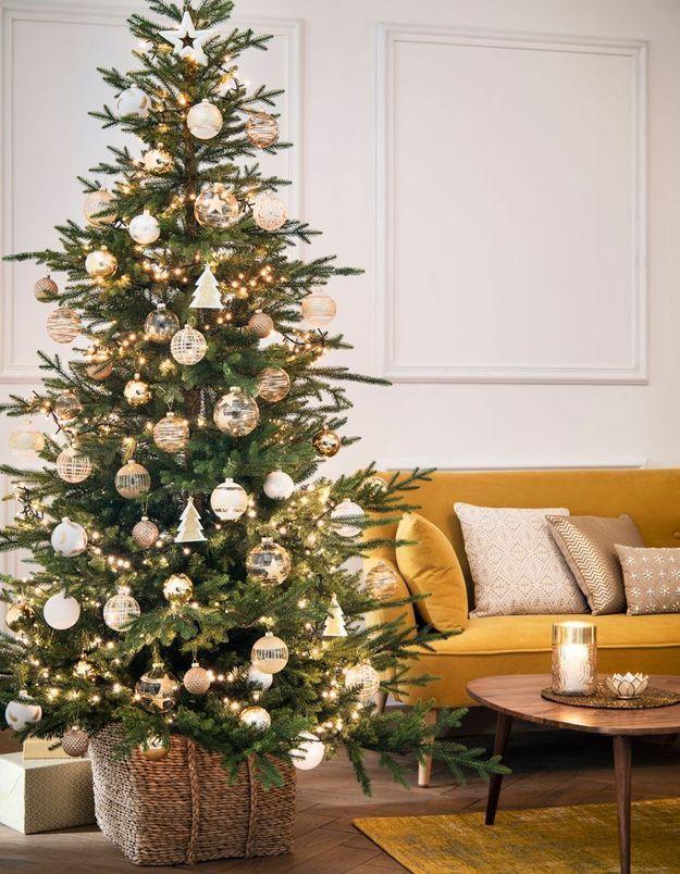 L'idée qu'on pique à la collection Noël Maisons du Monde : proscrire les guirlandes brillantes du sapin de Noël