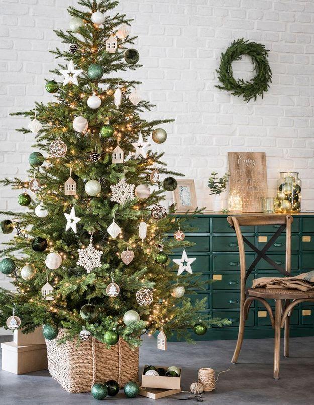 L'idée qu'on pique à la collection Noël Maisons du Monde : se la jouer nature grâce au duo chromatique blanc et vert