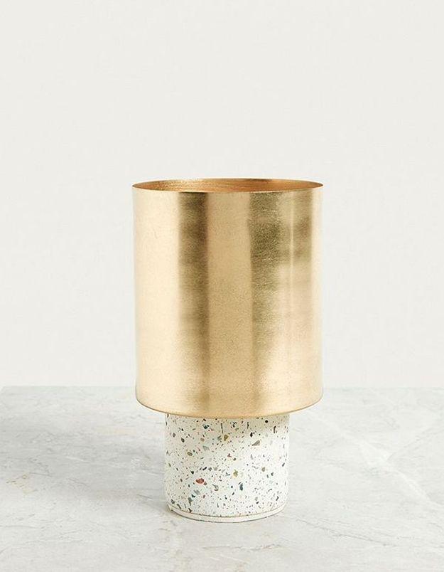 Pot de fleurs doré