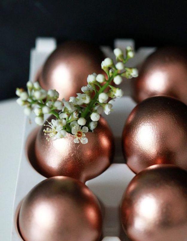 Des coquilles d'oeufs bombées dans une teinte bronze