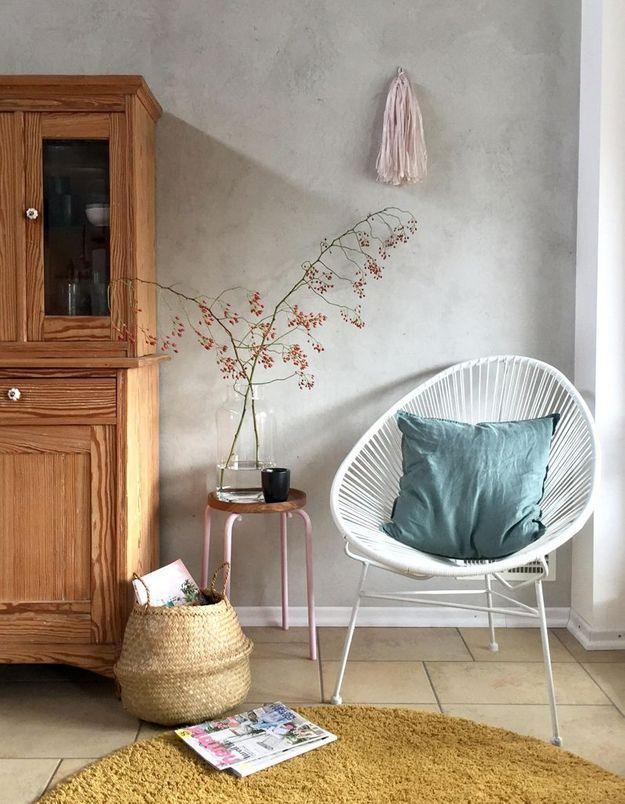 Un fauteuil Acapulco blanc pour le coin lecture