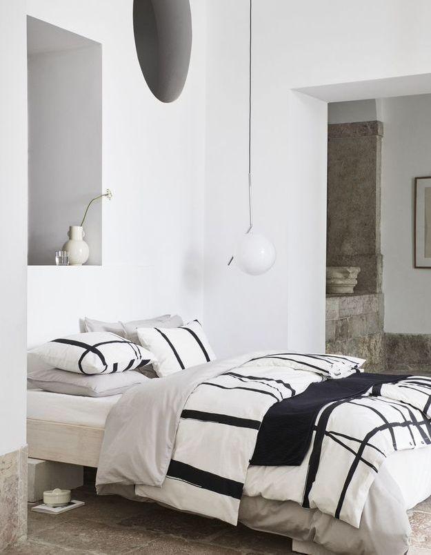 Une chambre monochrome