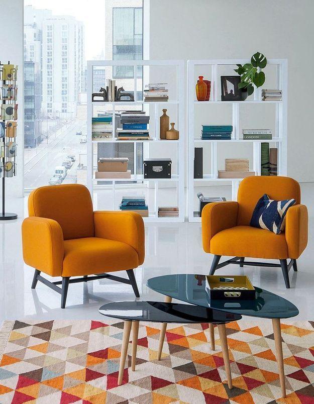 Un fauteuil jaune curry