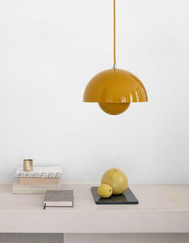 Une suspension jaune curry
