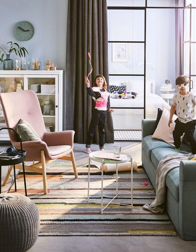 Un salon familial joyeux