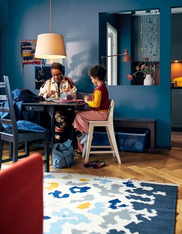 Un salon salle à manger joyeux
