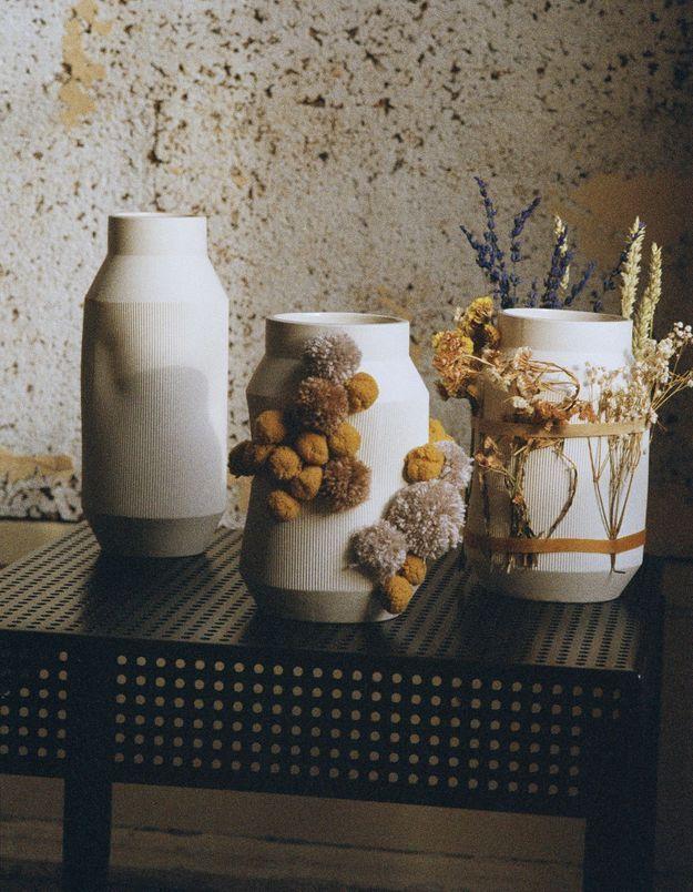 Le vase en grès SJÄLVSTÄNDIG